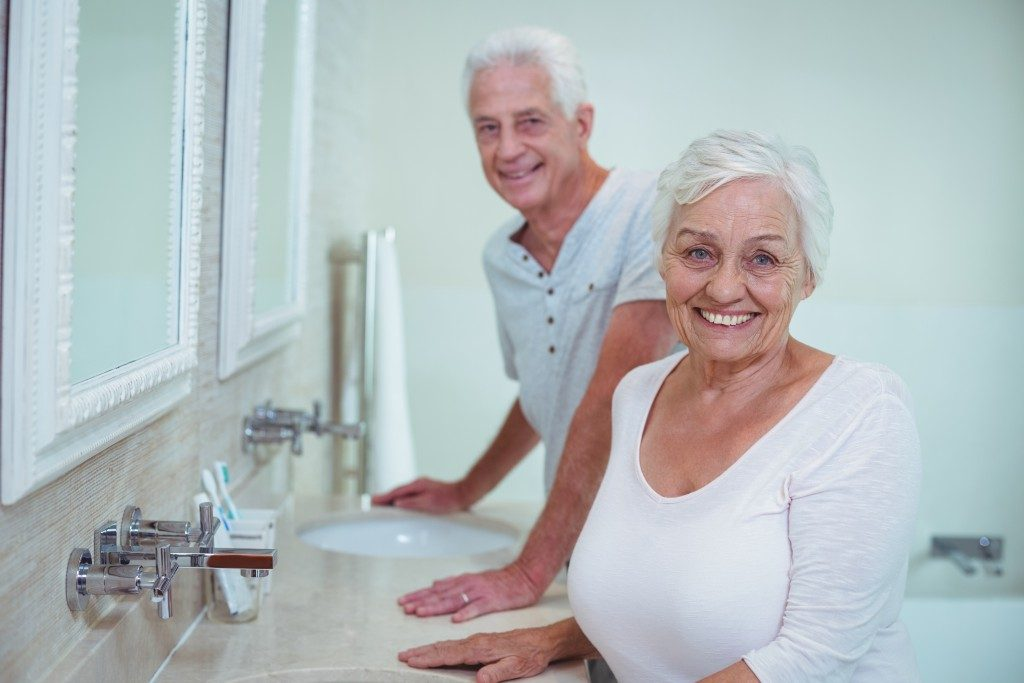 Senior couple at the bathroom