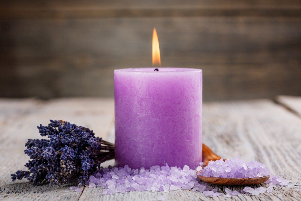 Aromatherapy with dried flower and salt