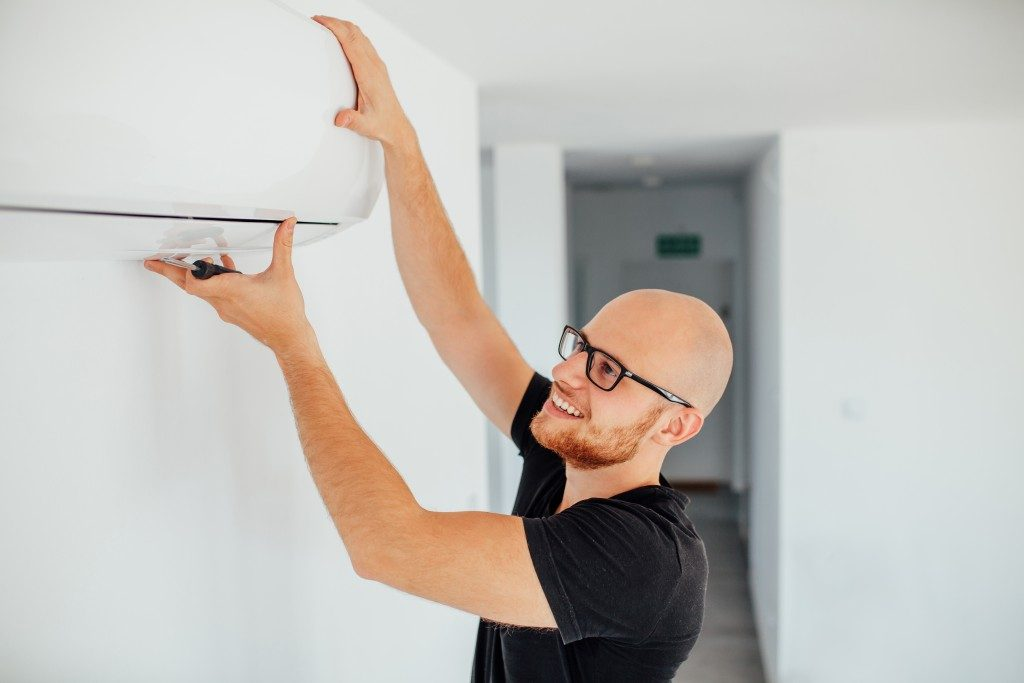 guy cleaning AC